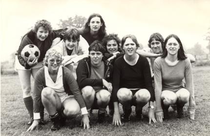 1981-FlyingLesbians1